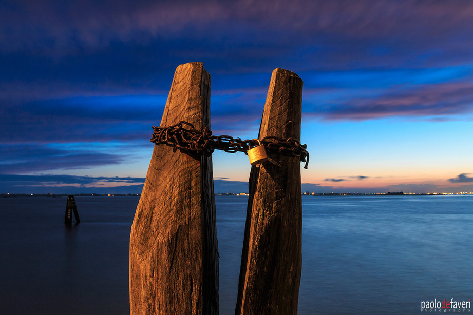 Venice_Italy_Burano_Pole_Chain_Boat_Dock