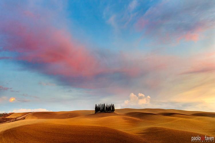 Sunset_moonrise_cypress_trees_SanQuirico_Valdorcia_Tuscany