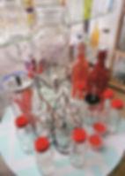 carameleras para candy bar y floreros de vidrio para decoración
