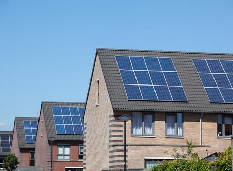 Como condomínios que geram energia solar podem dividir os custos e repartir os lucros