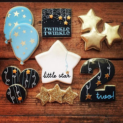 Twinkle twinkle little star, man I love how good you are 😍 These we're done to match a party invite