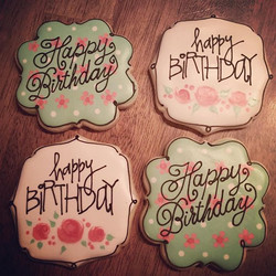 A bad morning pic but a good set of cookies _) I like how simple they are, the black really made the