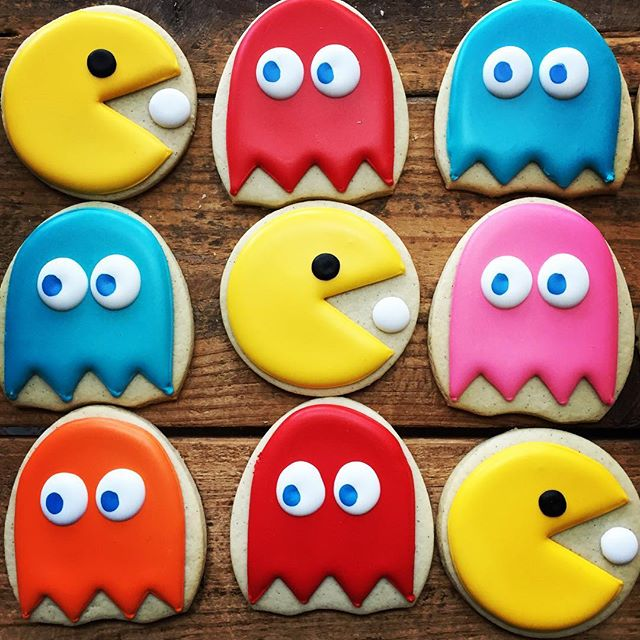 Wakka wakka wakka... Pac Man birthday cookies for an awesome 80s sweet 16 party