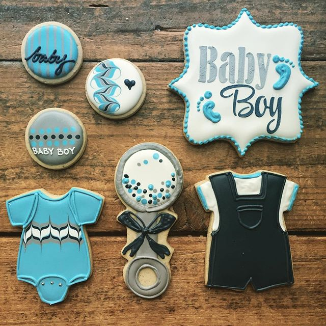 I love the color scheme of these cookies _) Baby shower cookies are always fun to make 🎉