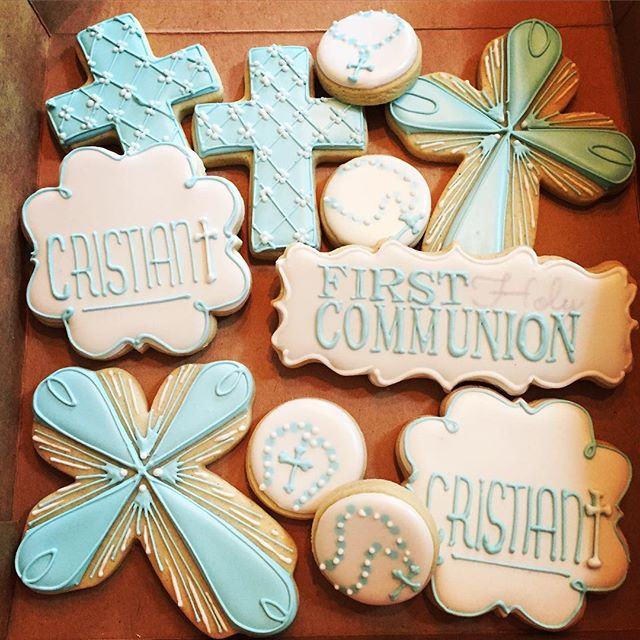 Some fun (and quick) first communion cookies for a sweet little boy 😊