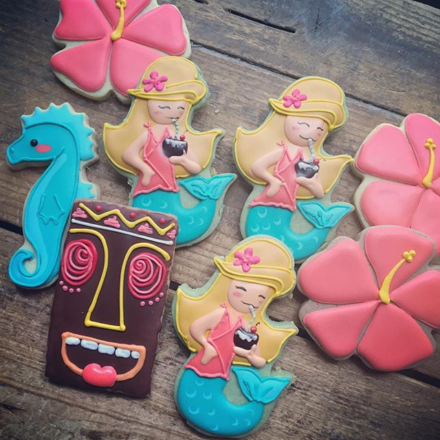 So super stoked about these tiki party cookies! The mermaid cutter is from _semisweetmike, I love it