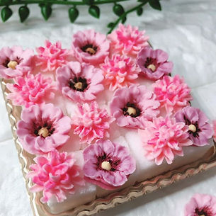 アイシングクリームで絞ったお花達_を角砂糖にデコレーション._._#富士見市 #