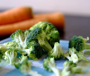 Can-Dogs-Be-Healthy-On-a-Vegetarian-Diet-A-picture-of-Brocolli-and-Carrots