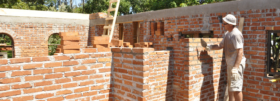 Levantamos los muros/Niech się mury pną do góry...