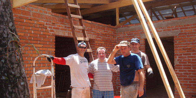 La construcción del techo/Już widać konstrukcję nowego dachu