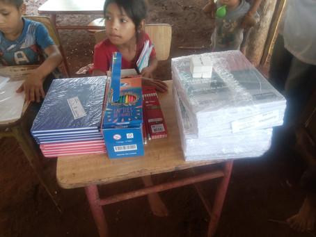 Pomoce do szkoły w wiosce indiańskiej