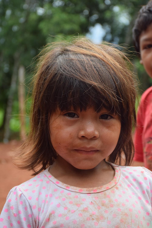Młoda indianka Guarani z wioski Nueva Amanecer