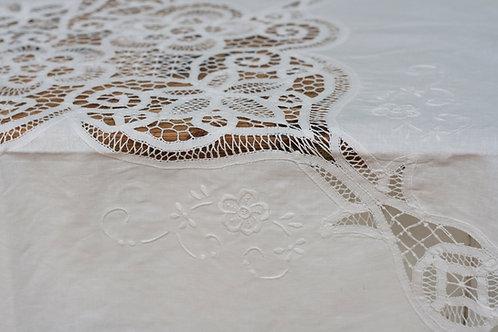 Tafelkleed met Brussels kant, 250 cm (+ 8 serv.)