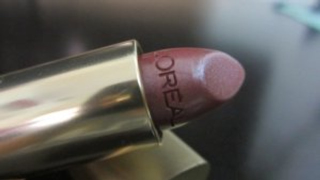 L'Oreal-Color-Riche-Lipstick-–-Mica-3