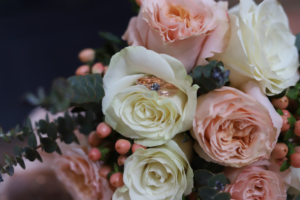 d41-event-space-blush-bridal-bouquet-surprise