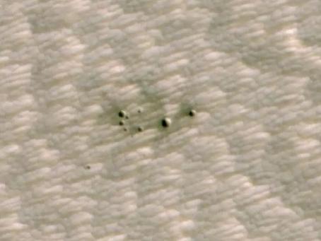 Con Inteligencia Artificial, la NASA descubre misteriosos y pequeños cráteres en Marte