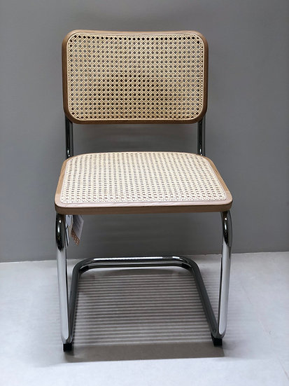 S 32 V- Cantilever Chair