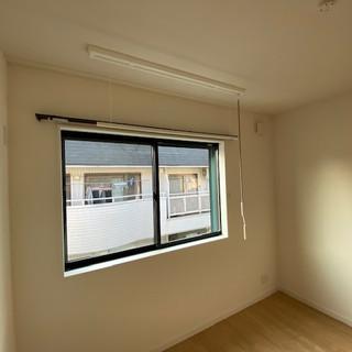 539西側居室室内可動式物干し1.jpg