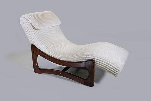 White Billows Chaise Lounge