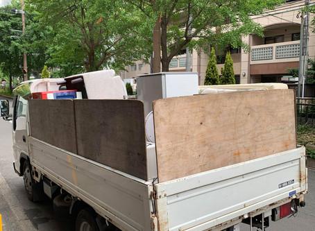 2トントラック積み放題の回収作業
