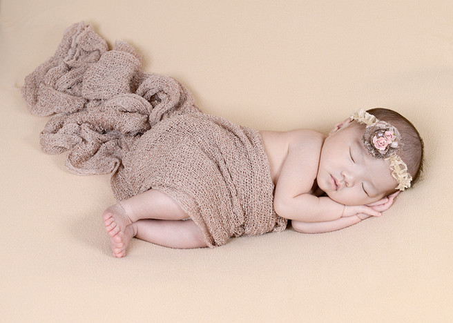Beautiful Natural newborn photography - Chloe