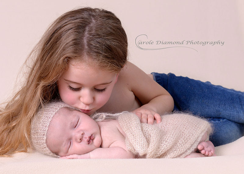 newborn photography sitting by newborn photographer carole diamond