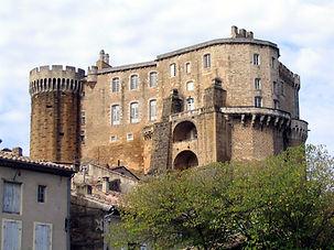 Château_de_Suze_la_Rousse,_Drôme,_France
