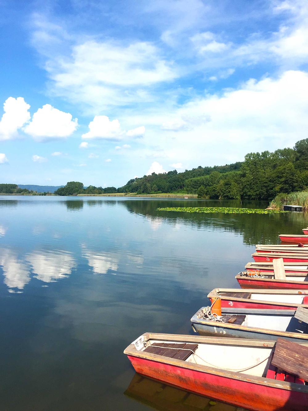 boats lago di candia