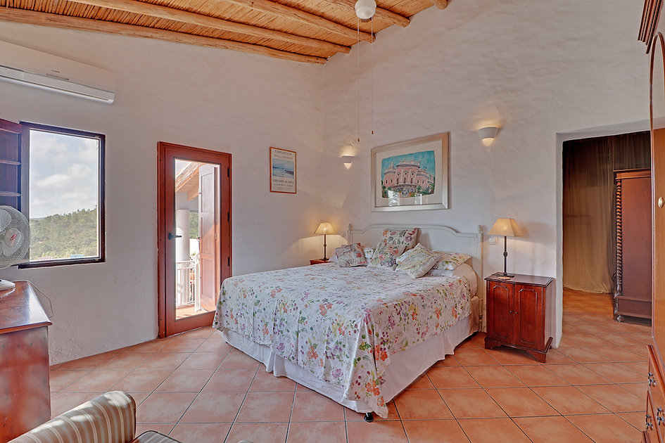 Casa Violeta Algarve open plan villa liv