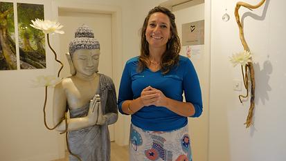 Lilian avec Bouddha.png