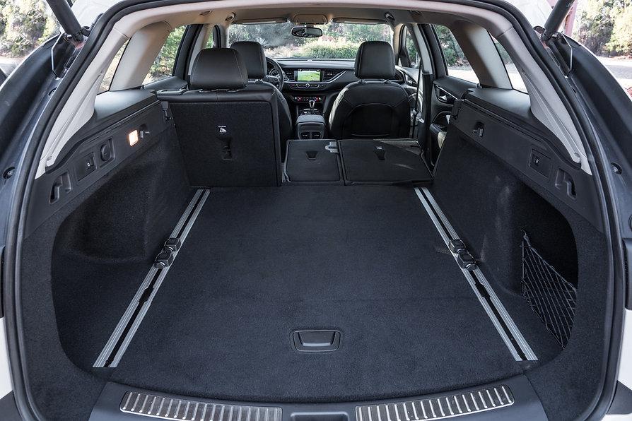 2019-Buick-Regal-TourX-041.jpg