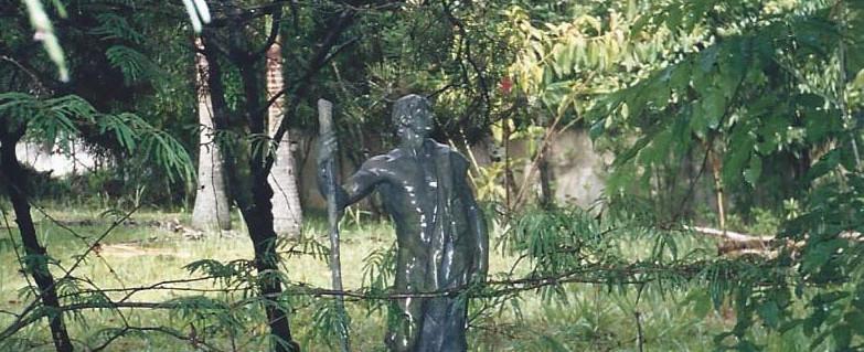Casa_Leyla_-_Estátua_1999.jpg