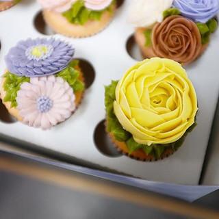 Floral cake 🍰_._.jpg