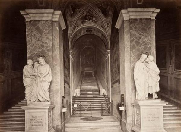 Escalera Santa y escaleras laterales