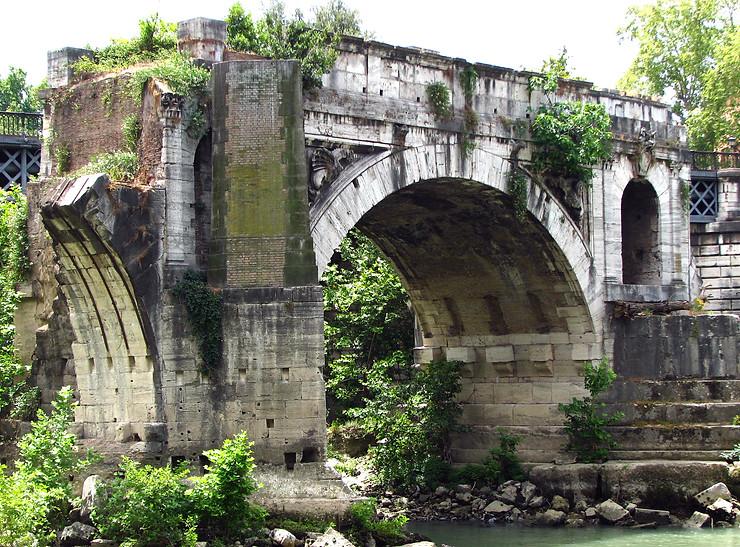 Puente Rotto junto a la Isola Tiberina