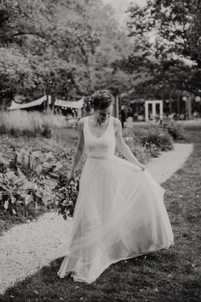 Wedding dress with an understated lace top, featuring a v-shaped neckline, open back with buttons and a satin waistband. Full skirt with a high split made from multiple layers, including green chiffon and extremely soft tulle. Bespoke and one of a kind, by Lilli Turner Couture  Photography: Sofie van der Sman (Søfie Photography) Hair & make-up: Mingle and Mane (Mèlanie) Jewelry: O Dear Den Haag Flowers: Bloemboutique Ton Hofman Den Haag