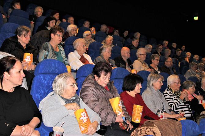 Lion Club brachte das Kino zu den Senioren