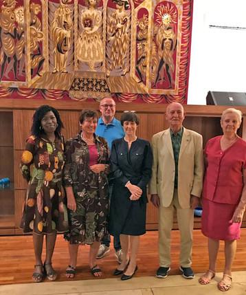 Gruppenbild mit Herren in der französischen Botschaft/Cotonou (Rep. Benin)