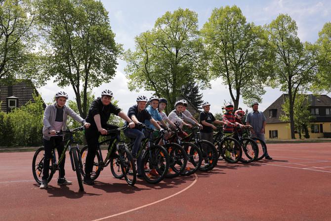 Mountainbiken im Unterricht - Förderverein Lions Club Coburg Veste unterstützt Sportprojekt an MS Rö