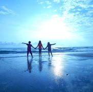 beach-1214467_1920.jpg