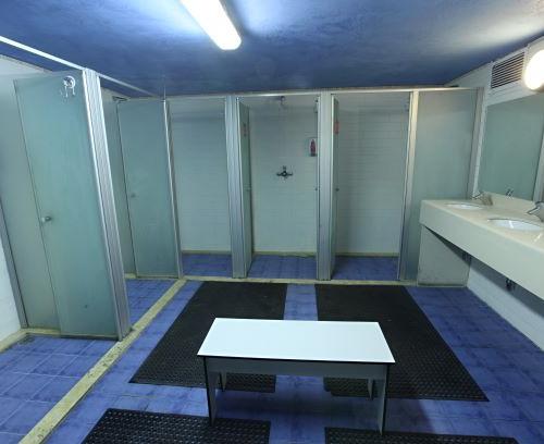 Showers room חדר מקלחות