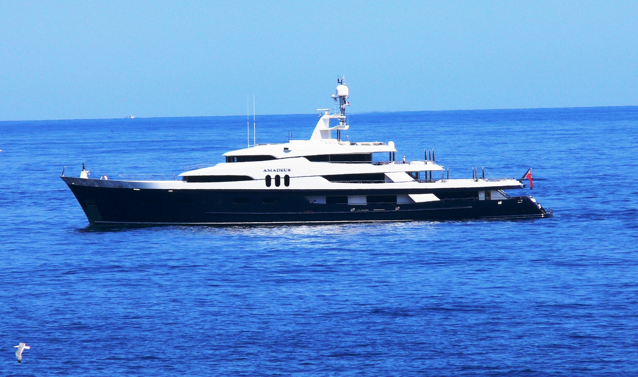 Yachting services companies