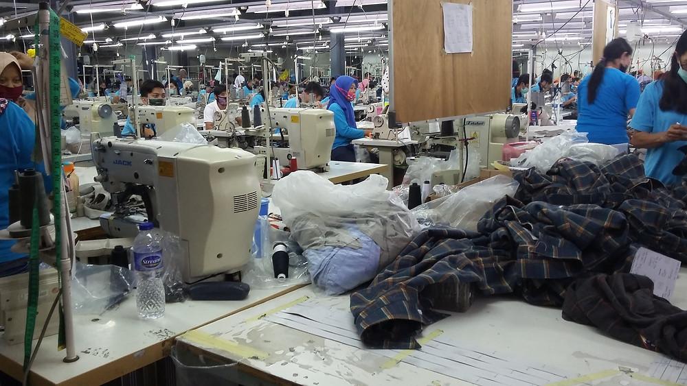 Kunjungan para peserta ke pabrik Garmen PT. Central Sandang Jayatama di Soreang