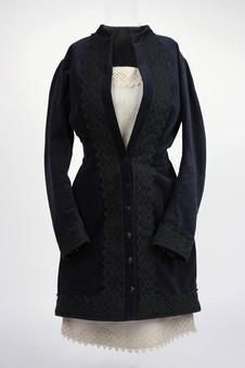 SAMETOVÝ kabátek a lněné šaty