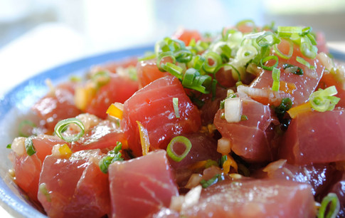 Preparing some Ahi Tuna at PokiPoké