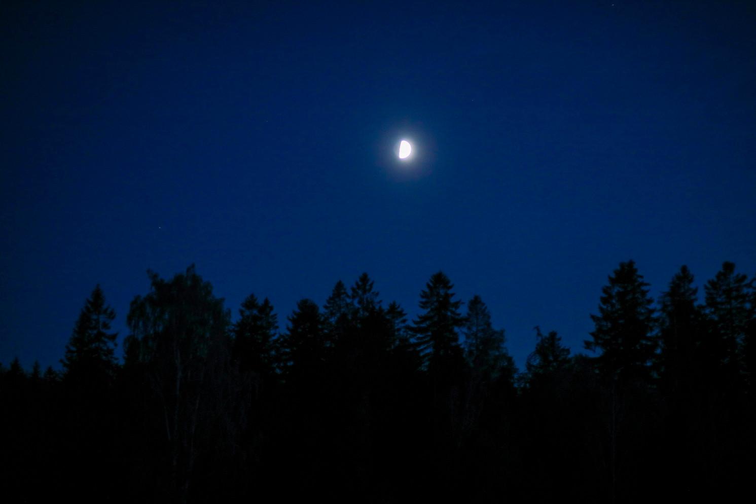 Toukokuu. Kaunis kuu.