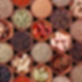 Aziatische Groothandel Levensmiddelen Assortiment Kruiden Specerijen Olie; oa Bouillon, Pho Bo Bouillon, Sesamolie, Kookwijn, Azijn, Vetsin, palmsuiker, kruidnagel, Korianderzaad, kaneelstokjes, peper, kandijsuiker, knoflook, chilipeper, sjalotjes, nootmuskaat, galangalpoeder, steranijs, gebakken ui, Anatto Zaad, Saffraan, Wasabi, vijf kruidenpoeder, Satepoeder, Currypoeder, Pandan aroma, Doerian Aroma, Bananen Aroma, Jasmijn Aroma, Rode Kleurstof, Oranje Kleurstof, Groene Kleurstof, Bakpoeder, Baksoda, Agar-Agar Poeder, Kalksteenpasta