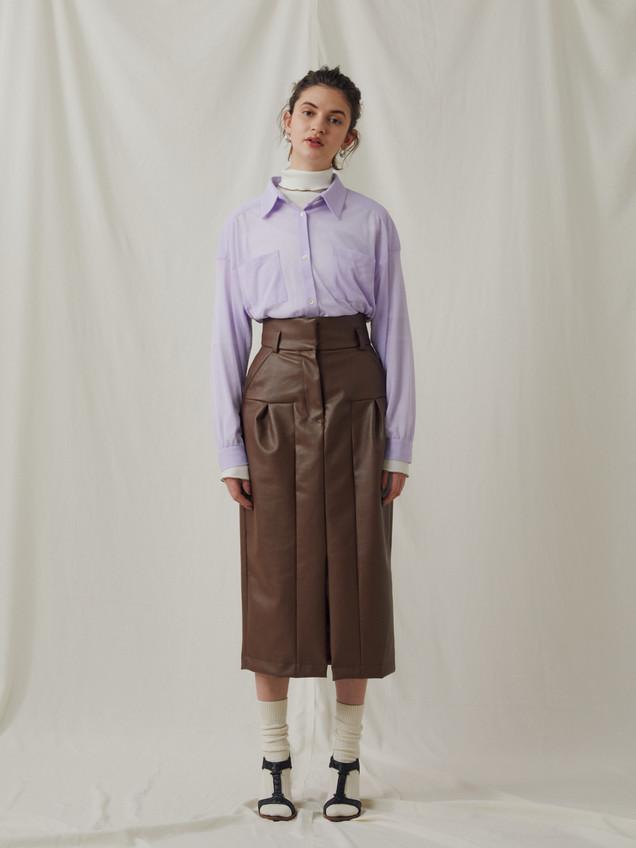 Compact rib Turtleneck Tops ¥9,000+tax. See-through Cut&Sewn Shirt ¥13,000+tax. PU Leather Skirt ¥23,000+tax.