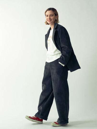 Corduroy Double Jacket ¥24,000+tax. Corduroy Wide Pants ¥16,000+tax. Logo print Fake SuedeSweatshirts¥14,000+tax.