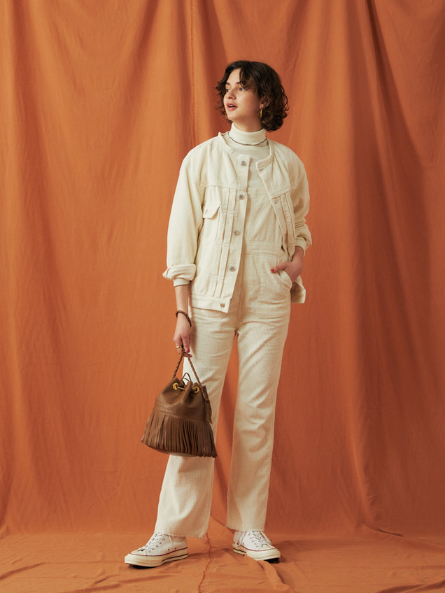 Couduroy Jacket ¥25,000+tax. Compact rib Turtleneck Tops ¥9,000+tax. Couduroy Overalls ¥24,000+tax.